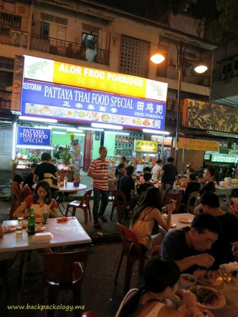 Salah satu kedai makanan unik di Jalan Alor, Thai Frog Porridge