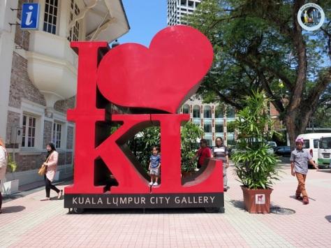 I love KL di dataran merdeka, obyek foto wajib kalau ke KL Malaysia