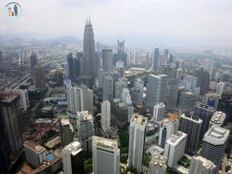 Kawasan Kuala Lumpur City Center alias KLCC, pusat kawasan bisnis di KL, dilihat dari Menara KL