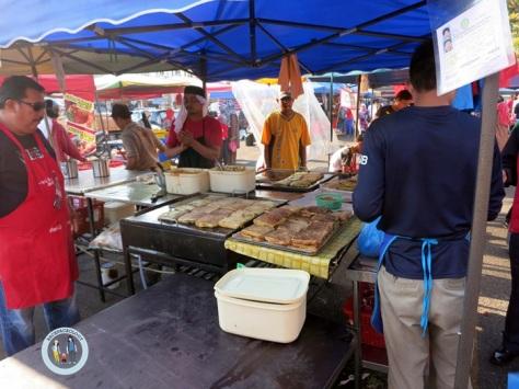 Martabak India, selalu dilengkapi kari, yang selalu menjadi favorit pengunjung Pasar Ramadhan Setiawangsa