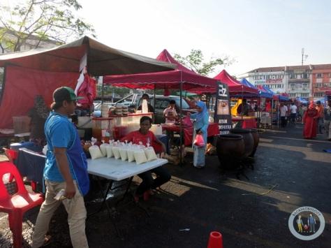 Pasar kaget ramadhan di belakang stesen LRT Setiawangsa