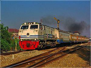 Kereta Api Kahuripan, kereta kelas ekonomi yang jadi andalan utama orang Jawa Tengah dan Jawa Timur yang merantau di Bandung (kredit : id.wikipedia.org)