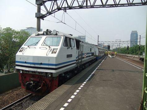 Kereta Api Parahyangan yang sudah almarhum, dulu jadi andalan warga Bandung yang bekerja di Jakarta (kredit : Sakurai Midori, id.wikipedia.org)