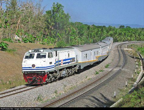 Kereta Api Argo Lawu yang menjadi favorit wong Solo dan wong Jogja (kredit : Rezza Habibie, id.wikipedia.org)