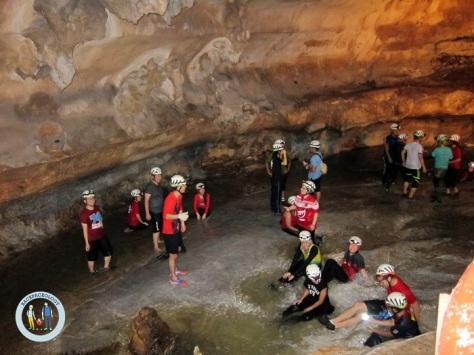 Sungai bawah tanah dalam Gua Tempurung yang mengasyikan
