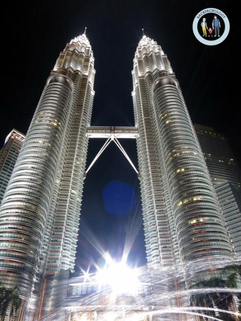 Petronas Twin Tower alias Menara Berkembar Petronas, ikon utama kota KL