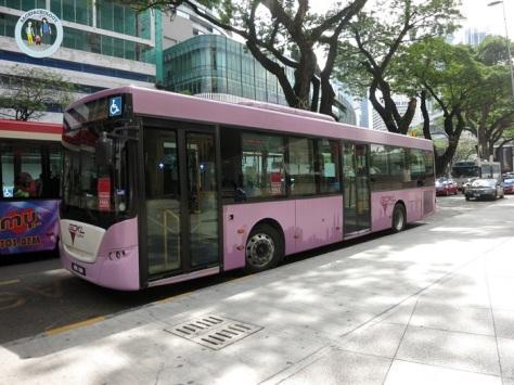 Bus GoKL yang tengah berhenti di halte KLCC