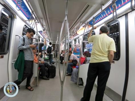 Suasana dalam LRT Kelana Jaya Line, KL