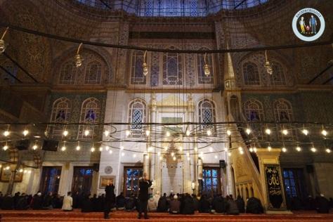 Blue Mosque saat shalat subuh