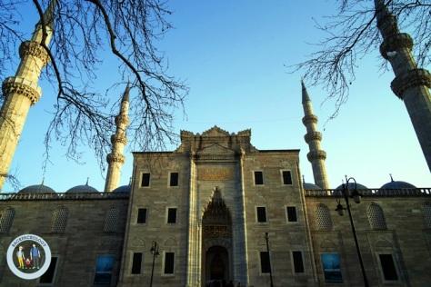 Suleymaniye Cami dilihat dari depan, terlihat sangat megah dan anggun