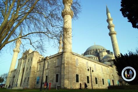 Suleymaniye Cami, masjid terbesar dan termegah di Istanbul, sekaligus melambangkan kejayaan Ottoman Empire pada masa Sultan Suleyman the Magnificent