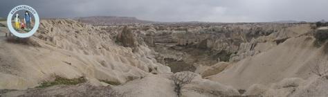 Love Valley dengan batu-batu berbentuk penis