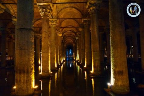 Pilar-pilar Basilica Sistern yang kokoh nan menawan... Anda akan takjub bahwa bangunan bawah tanah ini sudah dibangun dari abad ke
