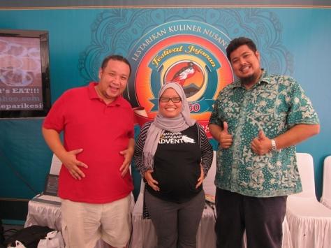 Salam dari trio bumil!