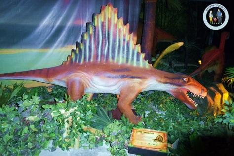 Dimetrodon, dinosaurus yang memiliki layar di punggungnya, salah satu koleksi Discoveria, Avenue K, Kuala Lumpur