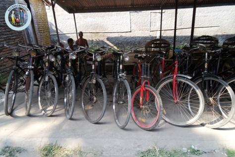 Sepeda othel alias pit onta juga salah satu barang dagangan unik di Pasar Hewan Godean