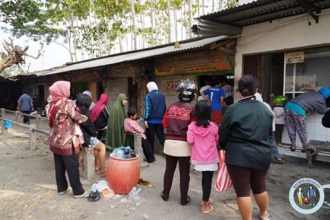 Lapak penggilingan daging sekaligus pembuat bakso, sudah menjadi langganan para tukang bakso di Yogyakarta, ada di Pasar Hewan Godean