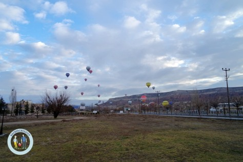 Balon udara alias hot air balloon di Cappadocia, Turki