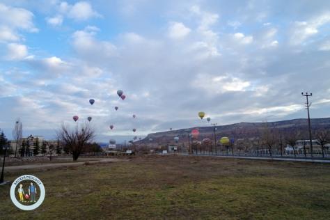 Balon udara alias hot air balloon di Cappadocia, Turki