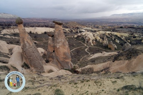Pemandangan spektakuler dari atas bukit di Cappadocia, Turki