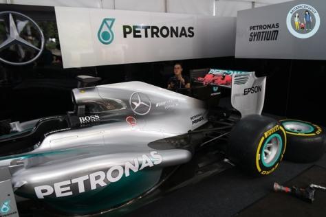 Replika Mobil Mercedes AMG Petronas Formula One, sesuai ukuran asli