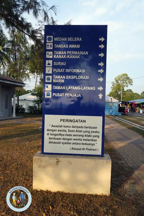 Konsep wisata syariah di Pantai Morib, papan petunjuk dilengkapi hadits Nabi