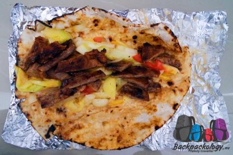 Kebab daging kambing dari restoran arab halal, salah satu alternatif makanan halal di Boracay, Filipina