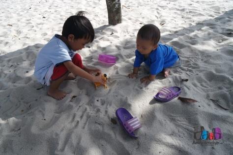 Mainan pasir