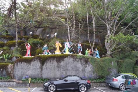 Patung warna-warni