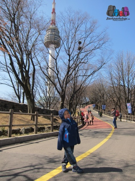 Namsan Tower siang hari