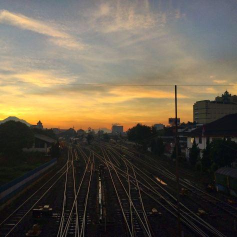 Fajar di Stasiun Bandung