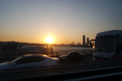 Senja di atas bus 501 over Banpo Bridge
