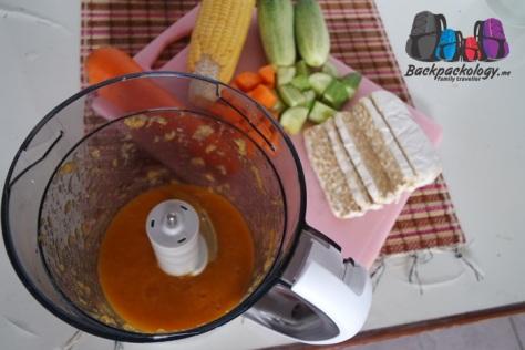 Konsistensi makanan dapat disesuaikan dengan kemampuan bayi